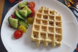 Hackfleisch-Waffel mit Salat